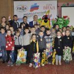 Вручение канцелярских наборов детям состоялось в посёлке Комиссаровка Перевальского района