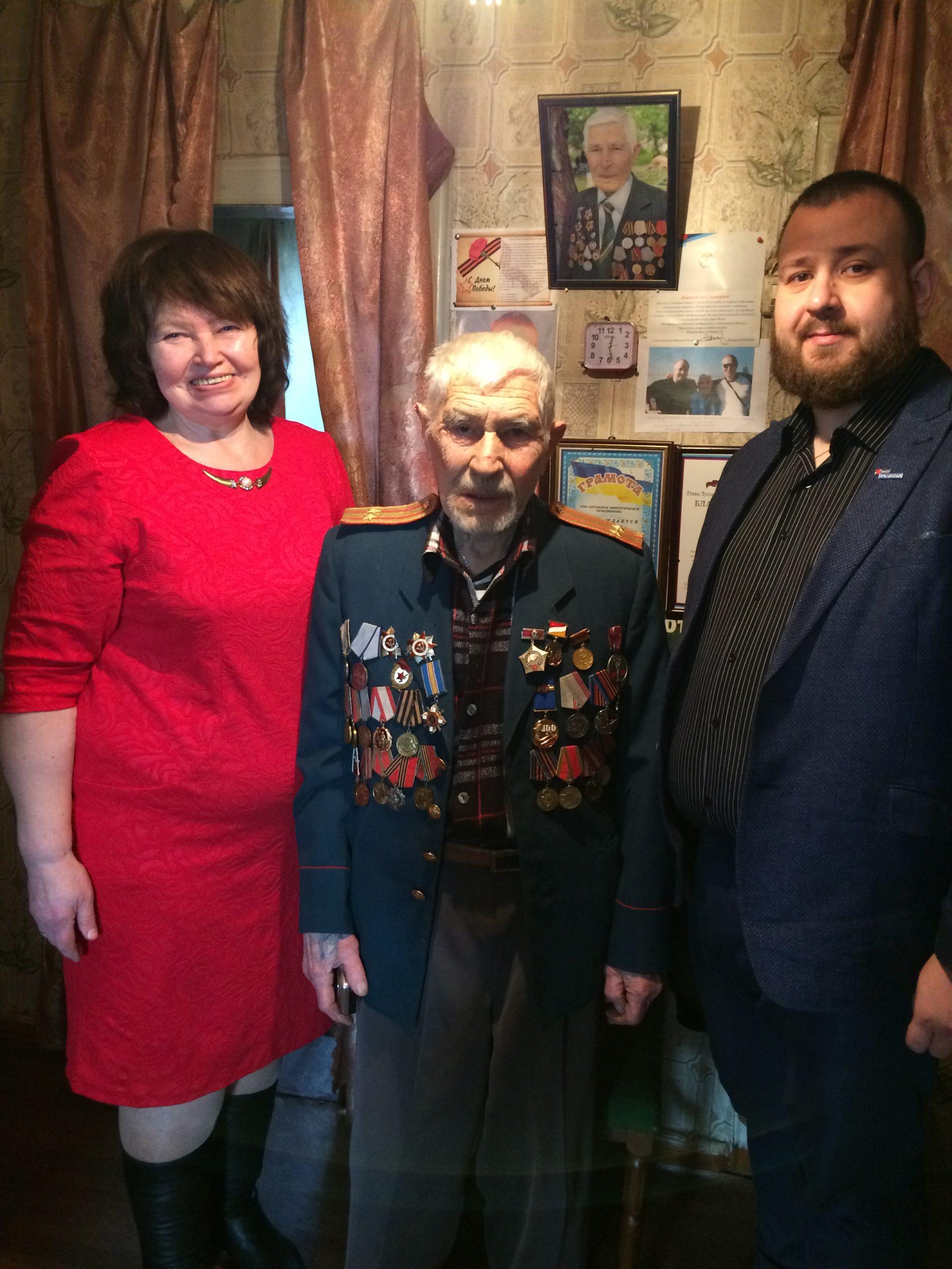 Представители ОД «Мир Луганщине» навестили ветерана в Краснодоне