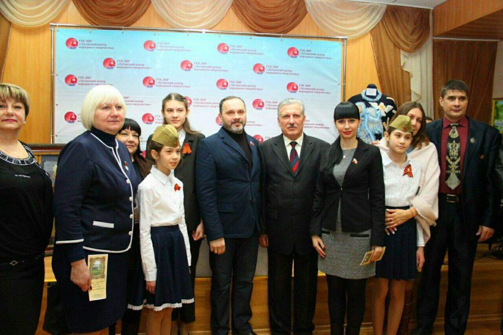 Депутаты Народного Совета ЛНР посетили тематическую выставку «С Родиной в сердце» в Луганске 1
