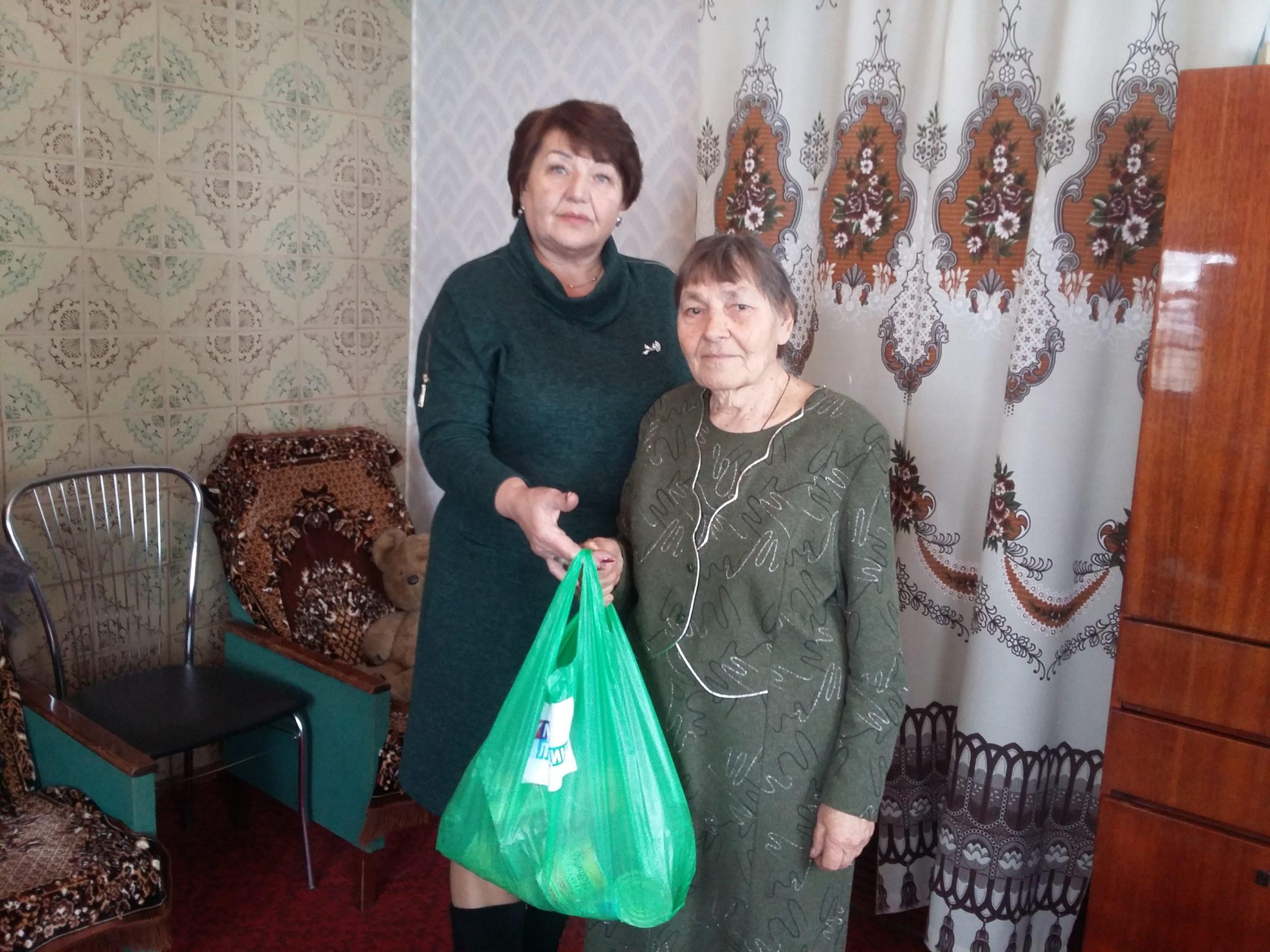 В посёлке Ивановка депутат Народного Совета ЛНР Елена Рахмукова посетила мать погибшего в Афганистане воина-интернационалиста
