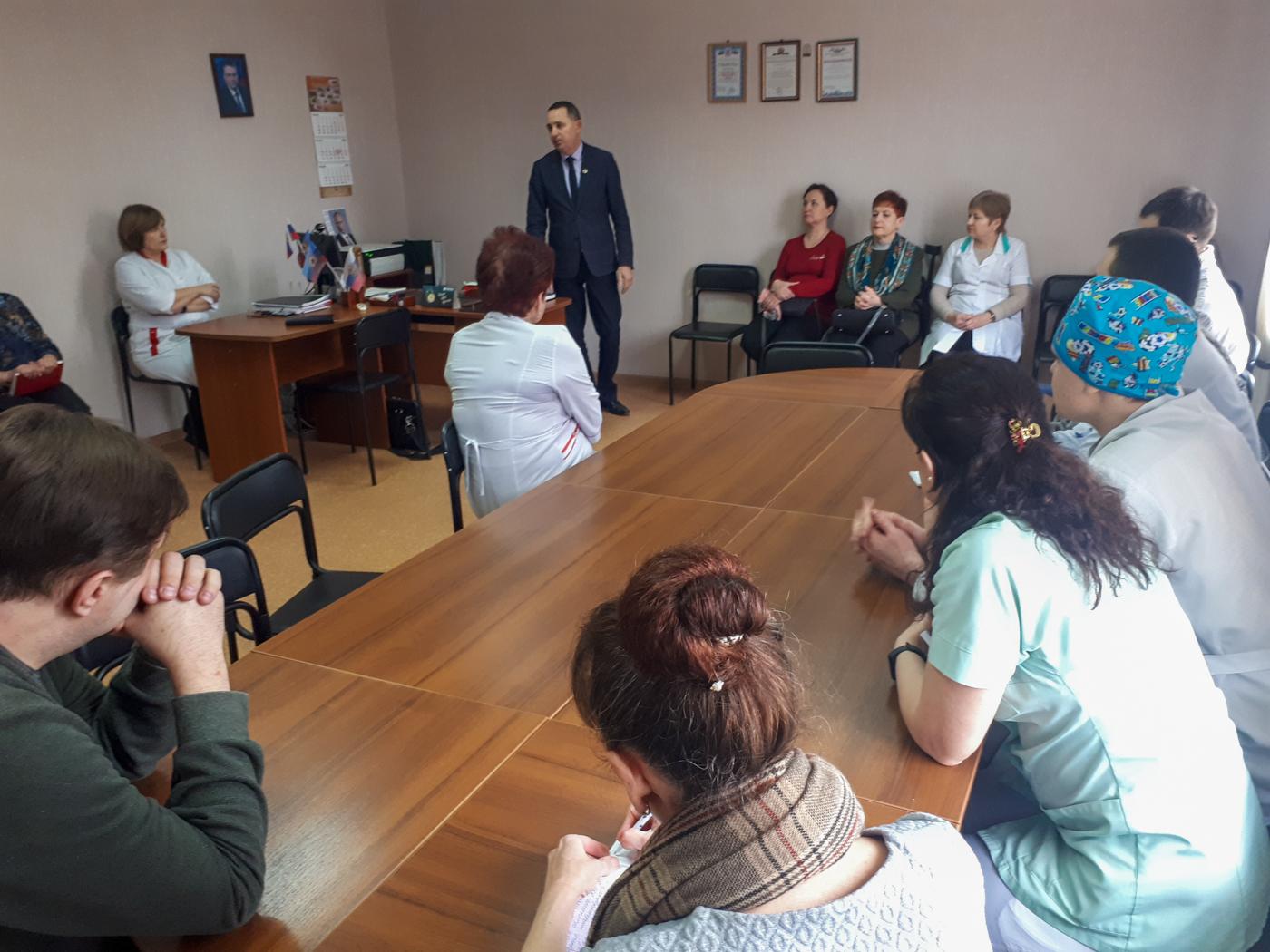 Андрей Губарев посетил Стахановские учреждения 1