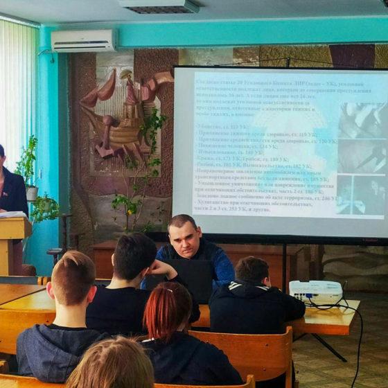 Депутат Народного Совета ЛНР Александра Коваленко провела лекцию на тему «От правонарушения к преступлению» 2