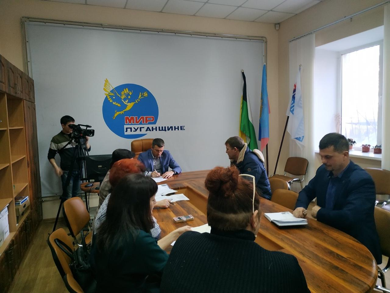 Председатель Свердловского теротделения ОД «Мир Луганщине» Андрей Сухачев провел прием