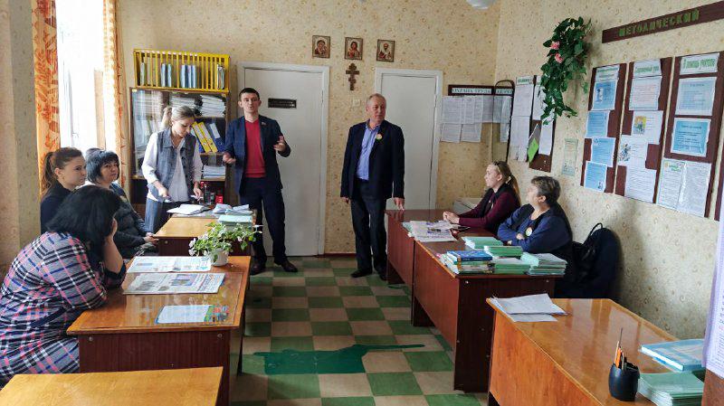 Александр Ермоленко и Мария Михайлова встретились с коллективом школы в поселке городского типа Городище