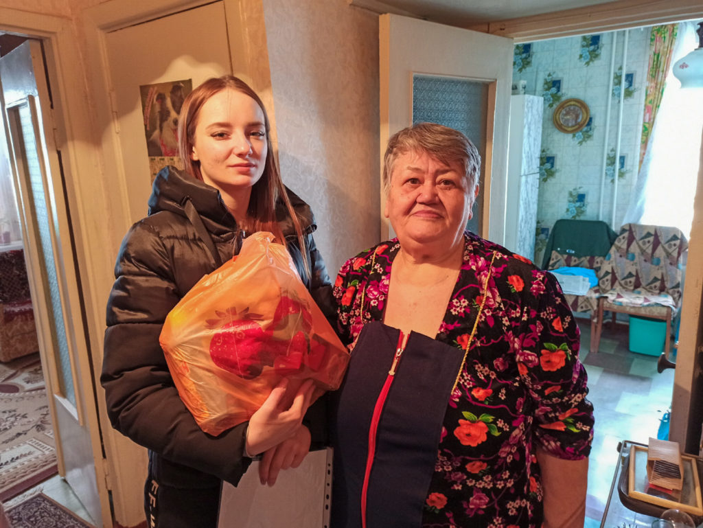 Активисты проекта «Волонтер» передали партию шефской помощи жителям Луганска 3