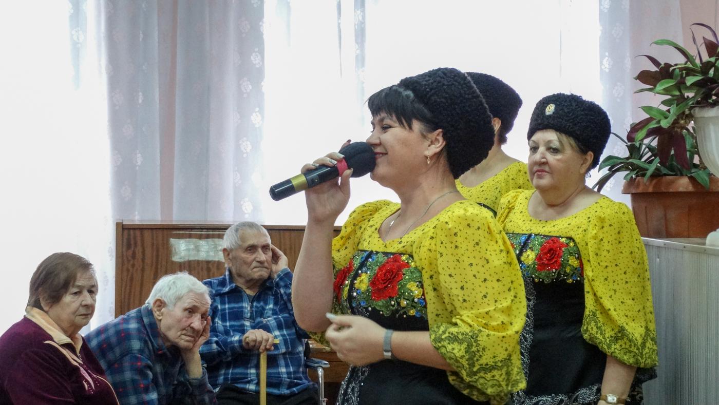 Ветеранов в Луганске поздравили с освобождением города 2