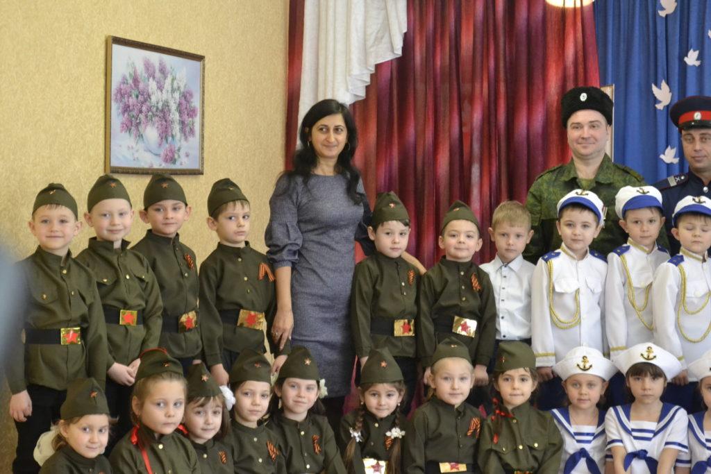 Акция «Знамя Победы» состоялась в Ровеньковском детском саду 5