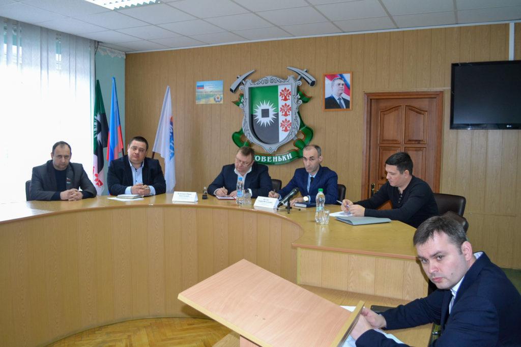 Представители министерства топлива, энергетики и угольной промышленности ЛНР провели прием в Ровеньках 3