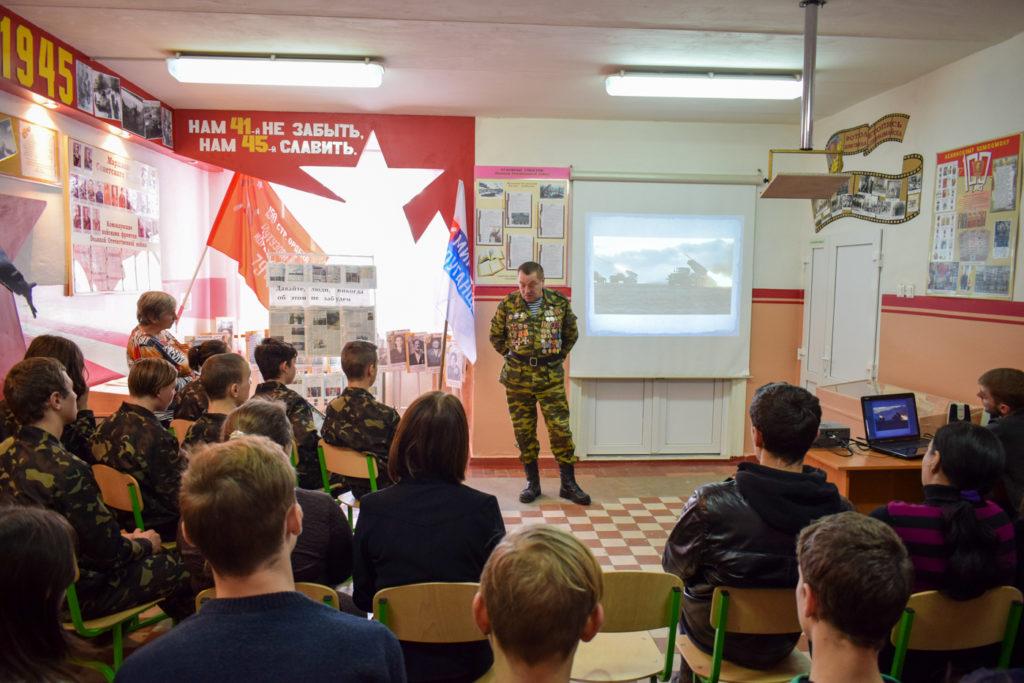 В Первомайске провели урок мужества к пятой годовщине со дня окончания Чернухино-Дебальцевской операции 2
