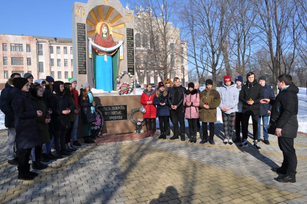 Акция «Свеча Памяти», приуроченная к годовщине обстрела города украинскими силовиками, прошла в Брянке 1