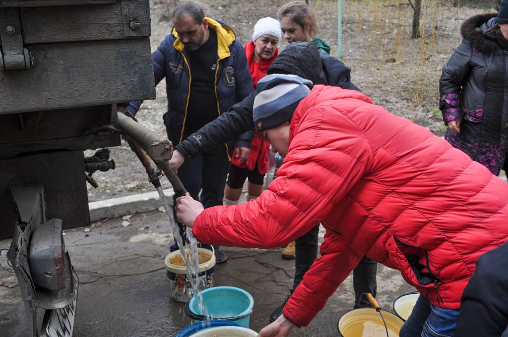 Активисты проекта «Молодая Гвардия» помогли жителям Брянки 1