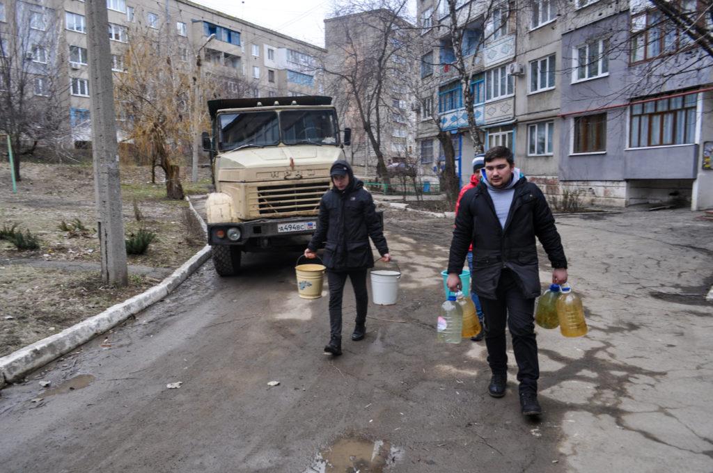 Активисты проекта «Молодая Гвардия» помогли жителям Брянки 3
