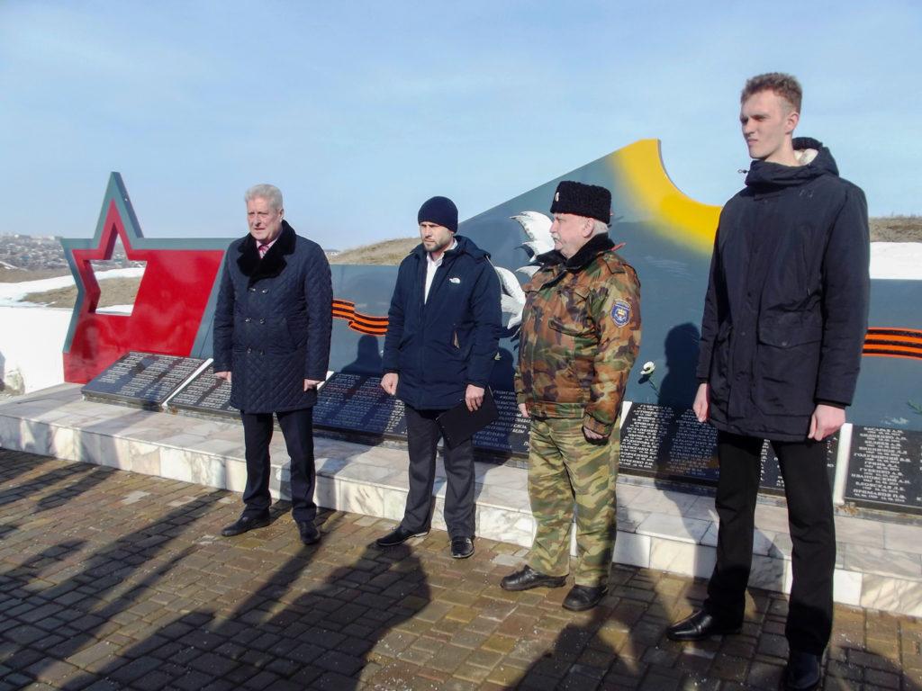 В Краснодоне отметили пятую годовщину завершения Чернухино-Дебальцевской операции 1