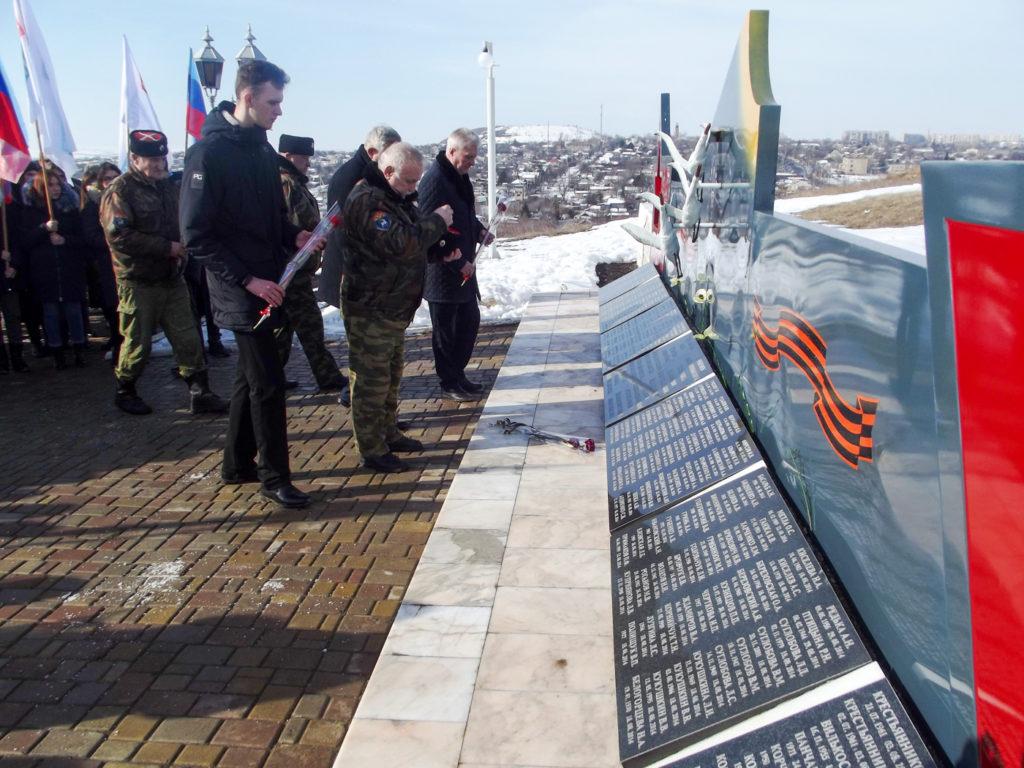 В Краснодоне отметили пятую годовщину завершения Чернухино-Дебальцевской операции 3