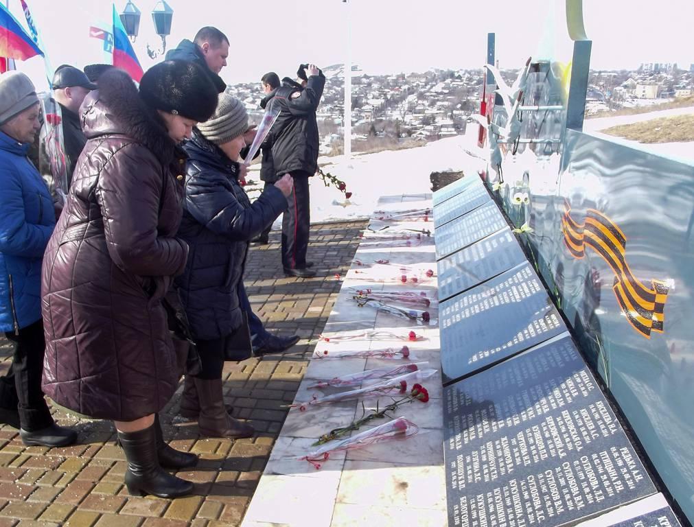 В Краснодоне отметили пятую годовщину завершения Чернухино-Дебальцевской операции 4