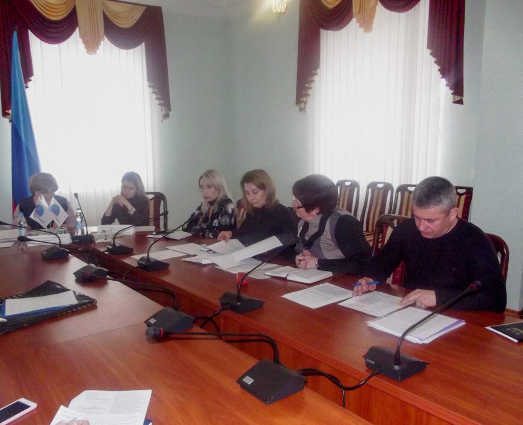 Заместитель министра здравоохранения ЛНР встретилась с жителями Краснодона 3