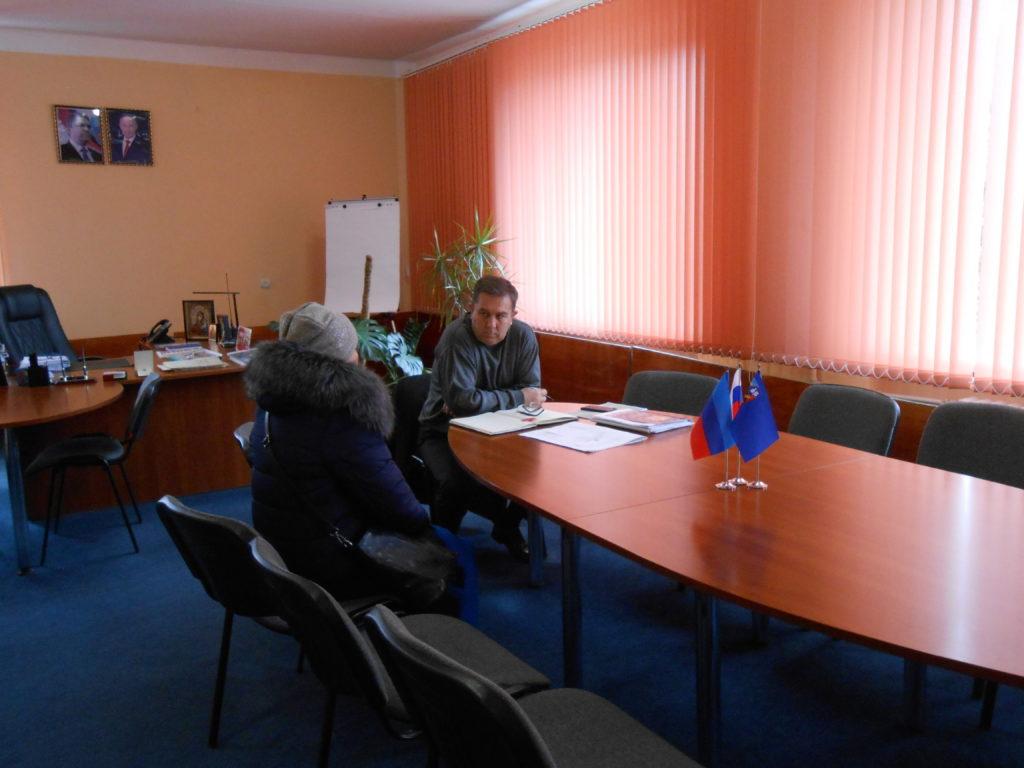 Председатель Перевальского теротделения Виталий Михайлов провел прием граждан в Перевальске 1