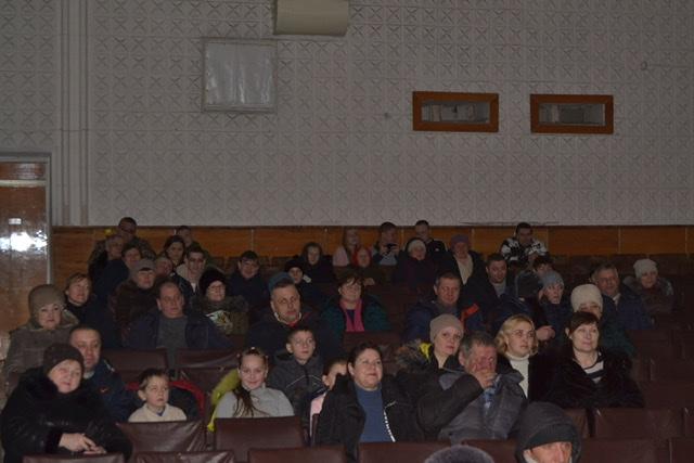 В прифронтовом посёлке Фрунзе Славяносербского района состоялся бесплатный показ фильма «Движение вверх» 1