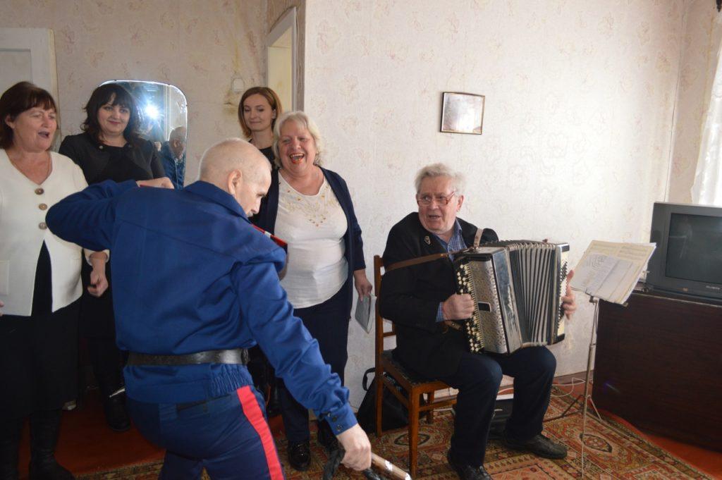 В Свердловске поздравили ветерана ВОВ с 95-летием 1