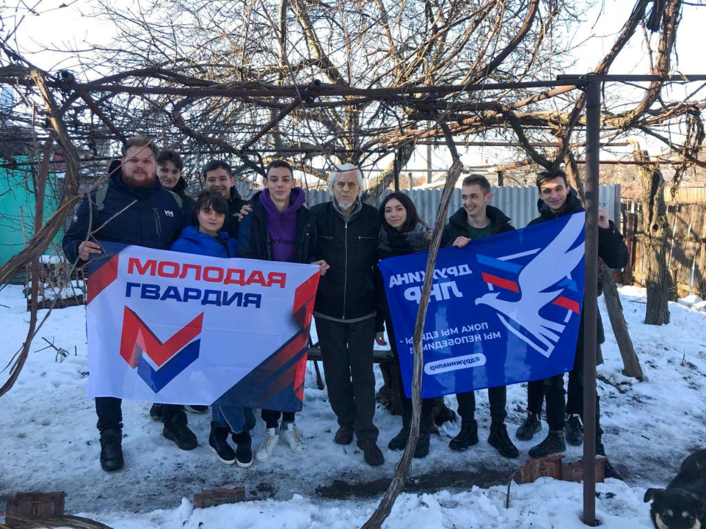 В День спонтанного проявления доброты активисты Cтаханова помогли ветерану 2