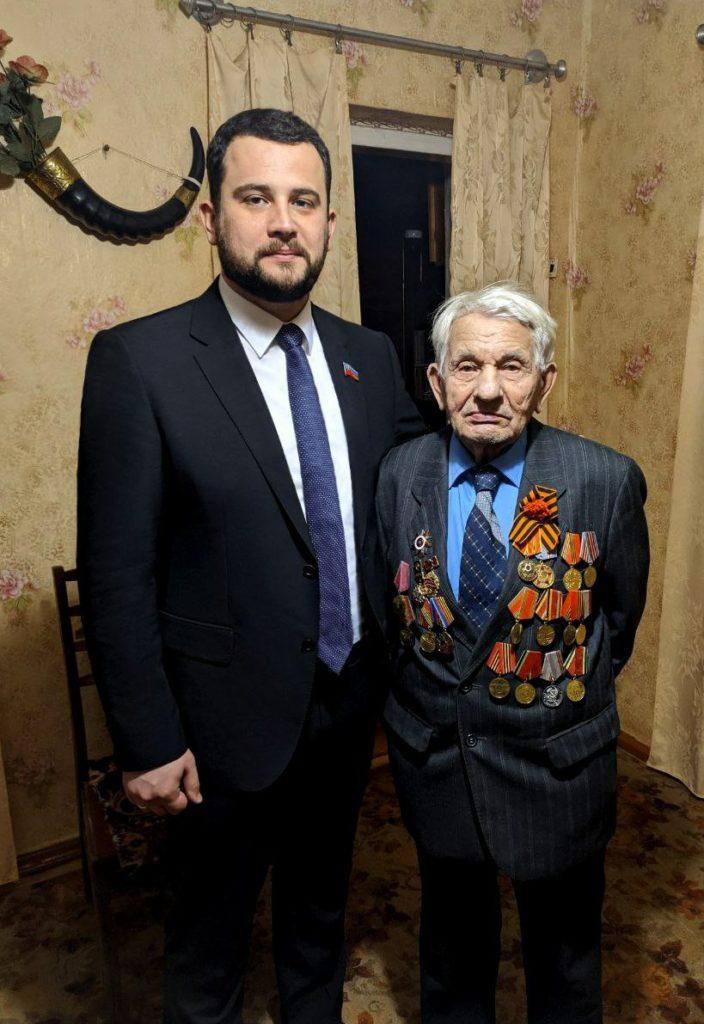 Депутат Народного Совета ЛНРАлександр Криеренко поздравил ветеранов ВОВ