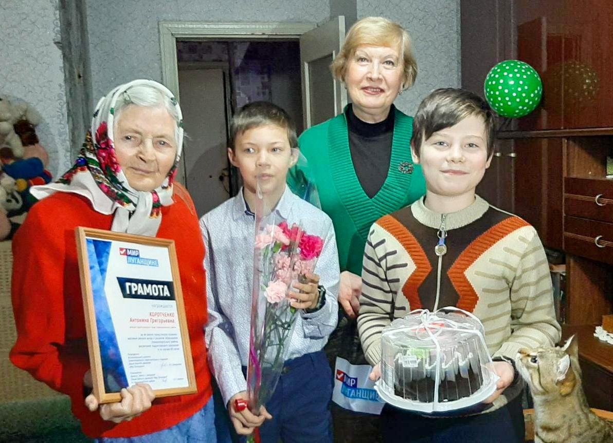 В Славяносербске поздравили ветерана с 90-летием 2