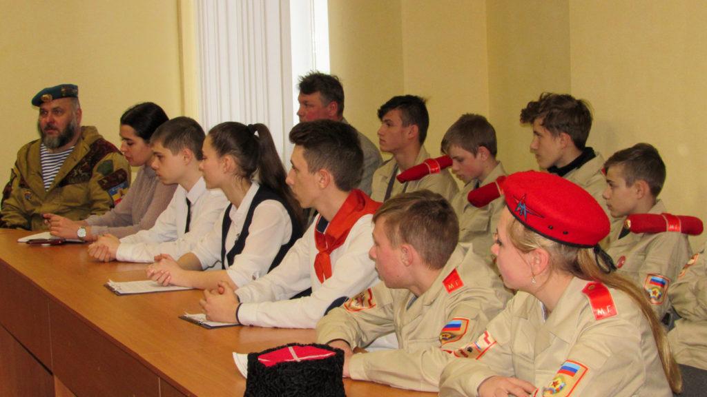В Стаханове состоялась встреча, посвященная пятой годовщине Чернухино-Дебальцевской операции 1