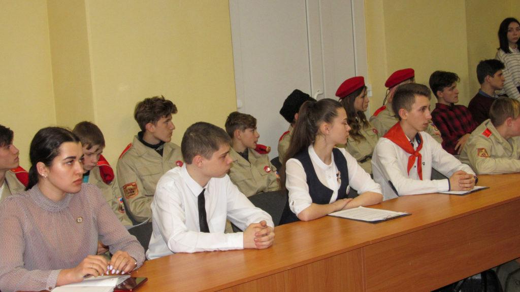 В Стаханове состоялась встреча, посвященная пятой годовщине Чернухино-Дебальцевской операции 2