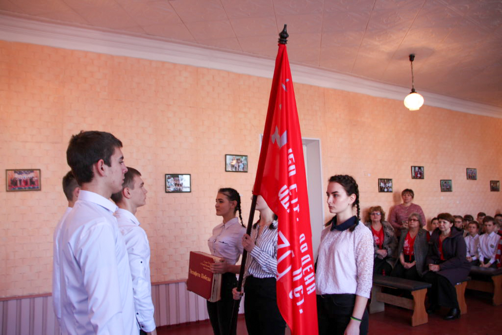 В Краснодоне продолжается акция «Эстафета Победы» 1