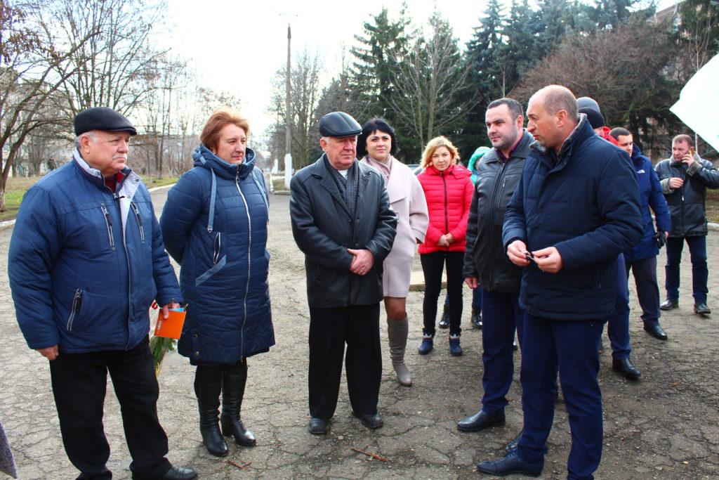 Коммунальщики Славяносербска получили спецтехнику 2