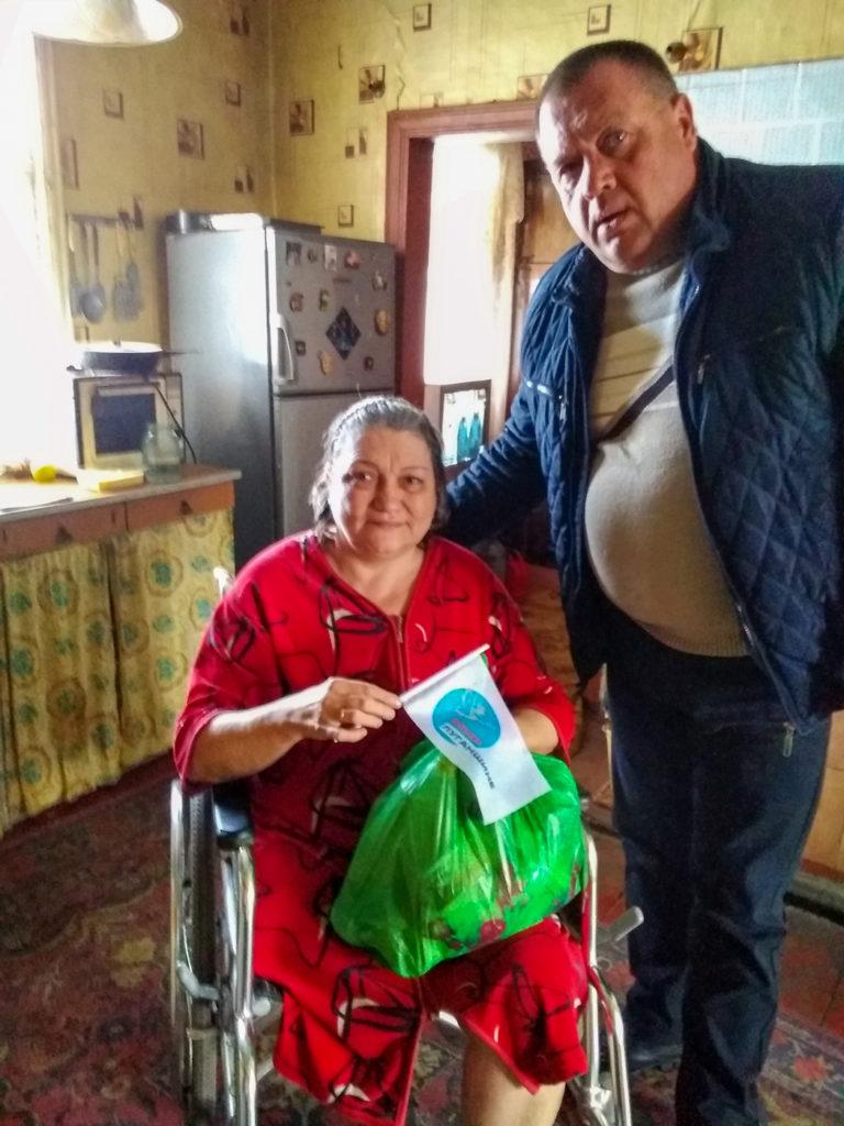Активисты проекта «Волонтер» выдали продуктовые наборы в Красном Луче 2