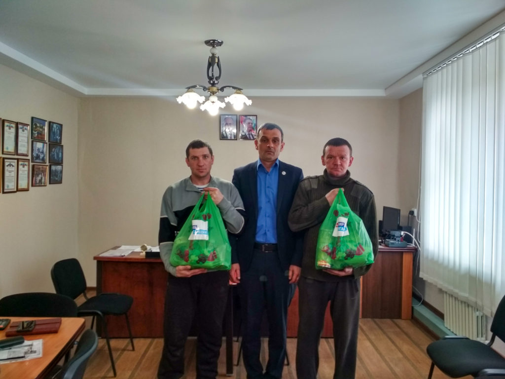 Жители Перевальского района получили помощь от проекта «Волонтер» 4