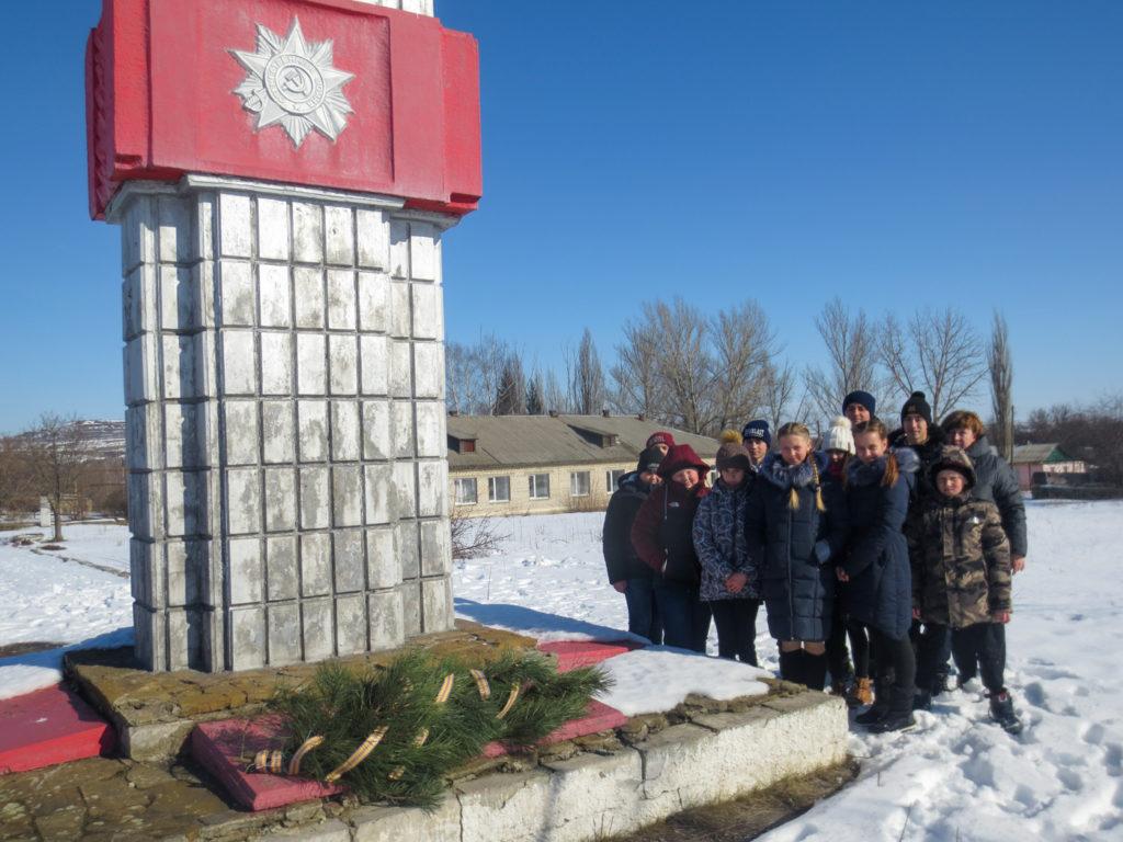 В Краснодонском районе состоялась передача копии Знамени Победы 2