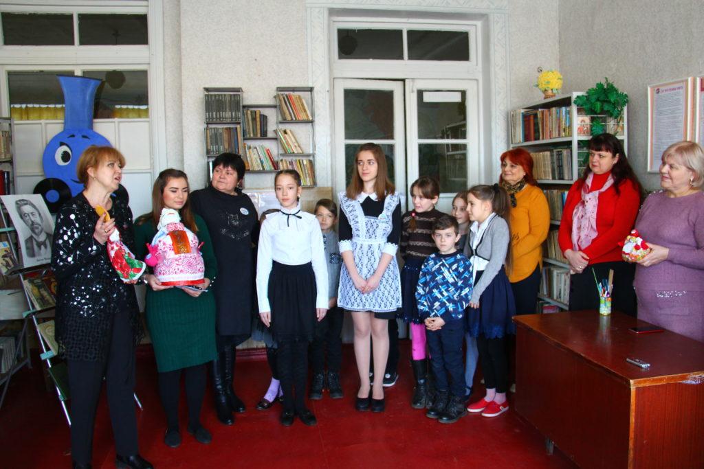 Ирина Андрух и Анна Мосина передали Зимогорьевской школе книги 2