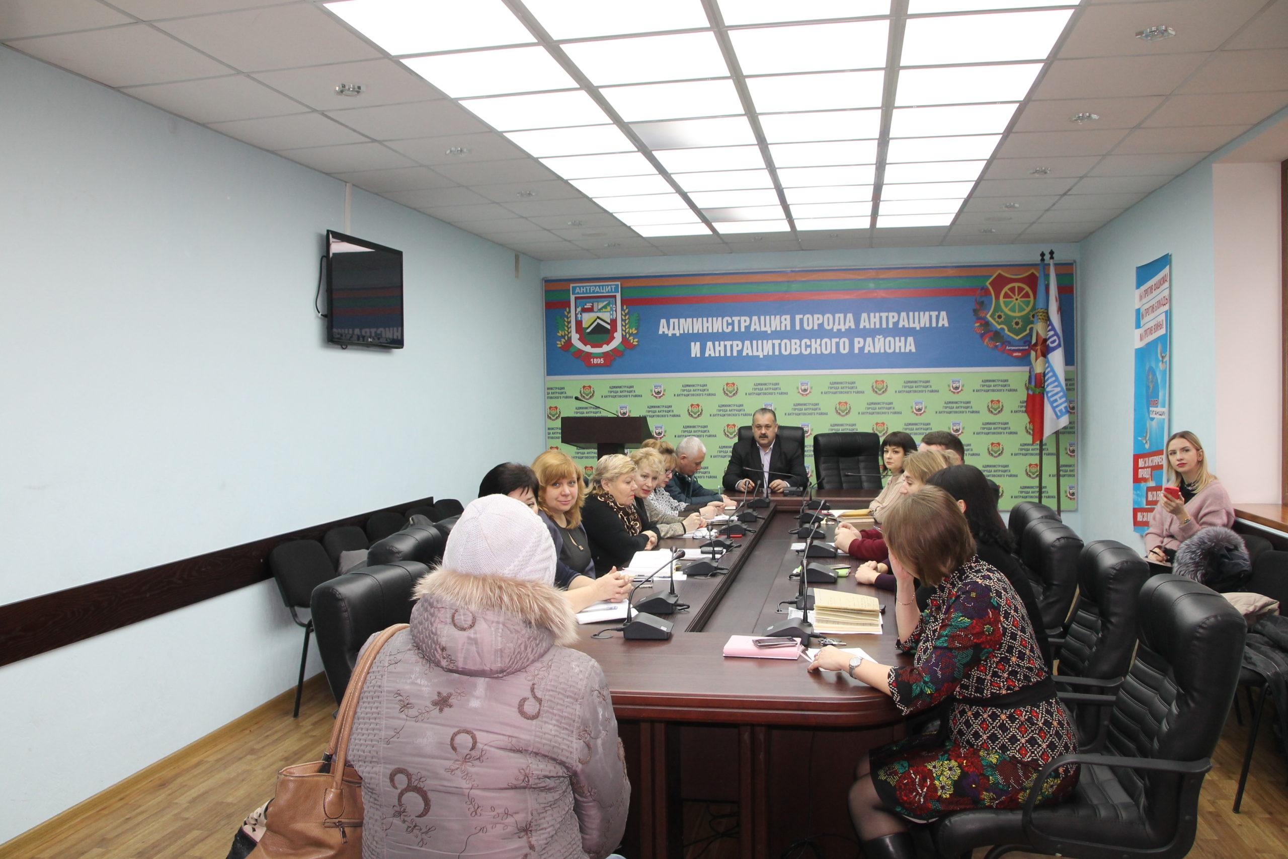 Глава Администрации города и района Сергей Саенко встретился с жителями Антрацита