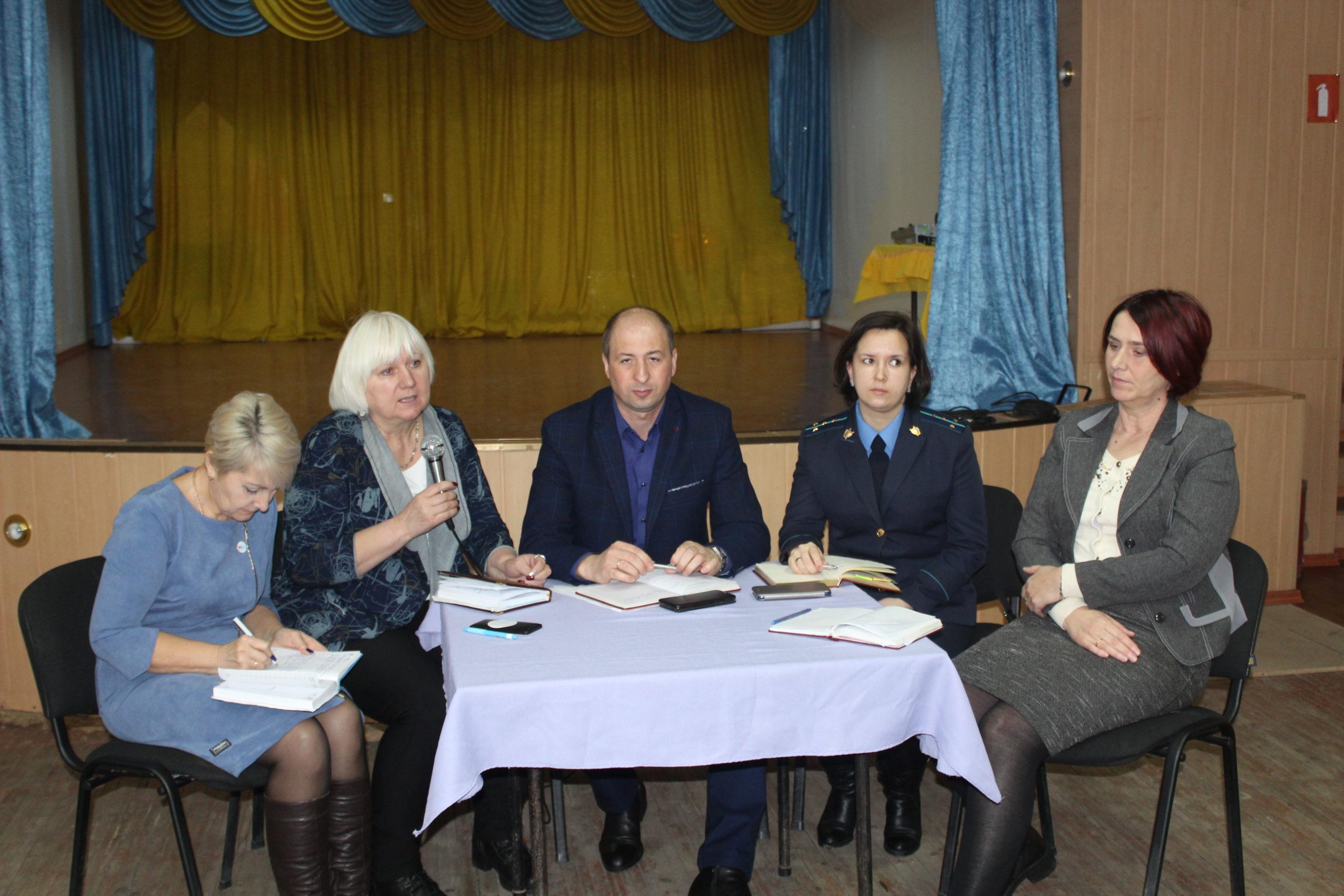 Депутат Народного Совета ЛНР встретилась с жителями села Желтое 1