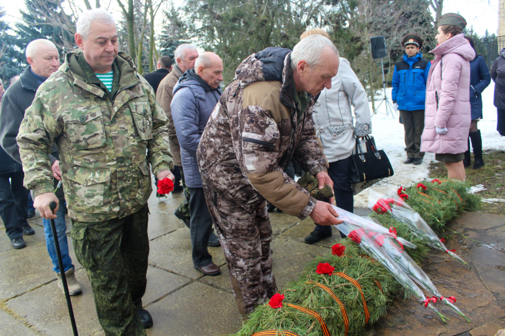 Жители Славяносербска почтили память воинов-интернационалистов 8