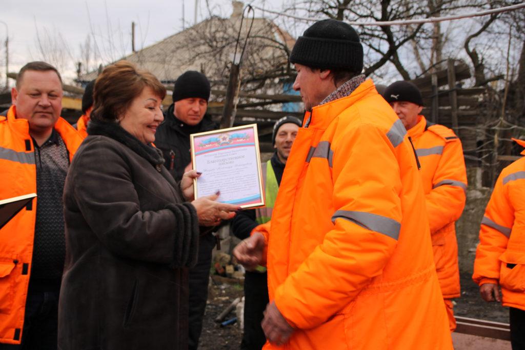 Елена Рахмукова встретилась с коллективом дорожно-эксплуатационного участка в Антраците 1