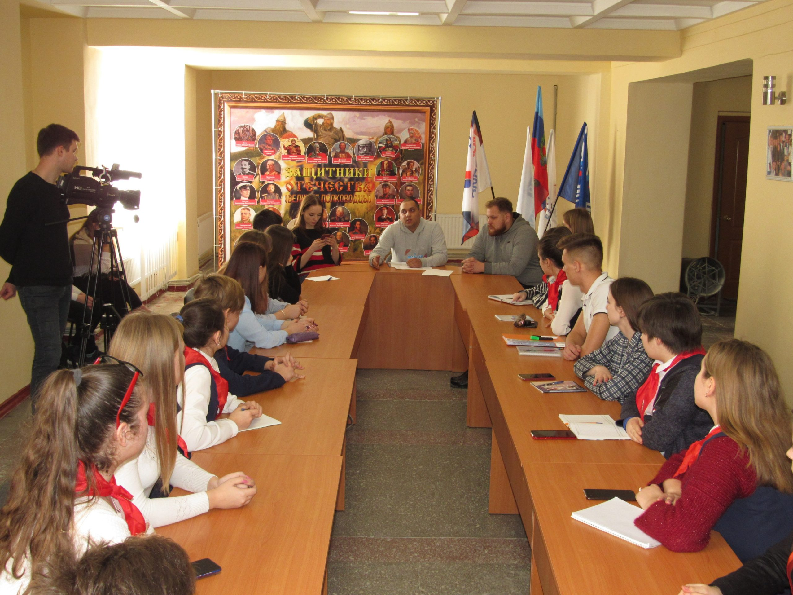 Обучающие курсы для волонтёров «PRODобро» прошли в Кировске и Стаханове
