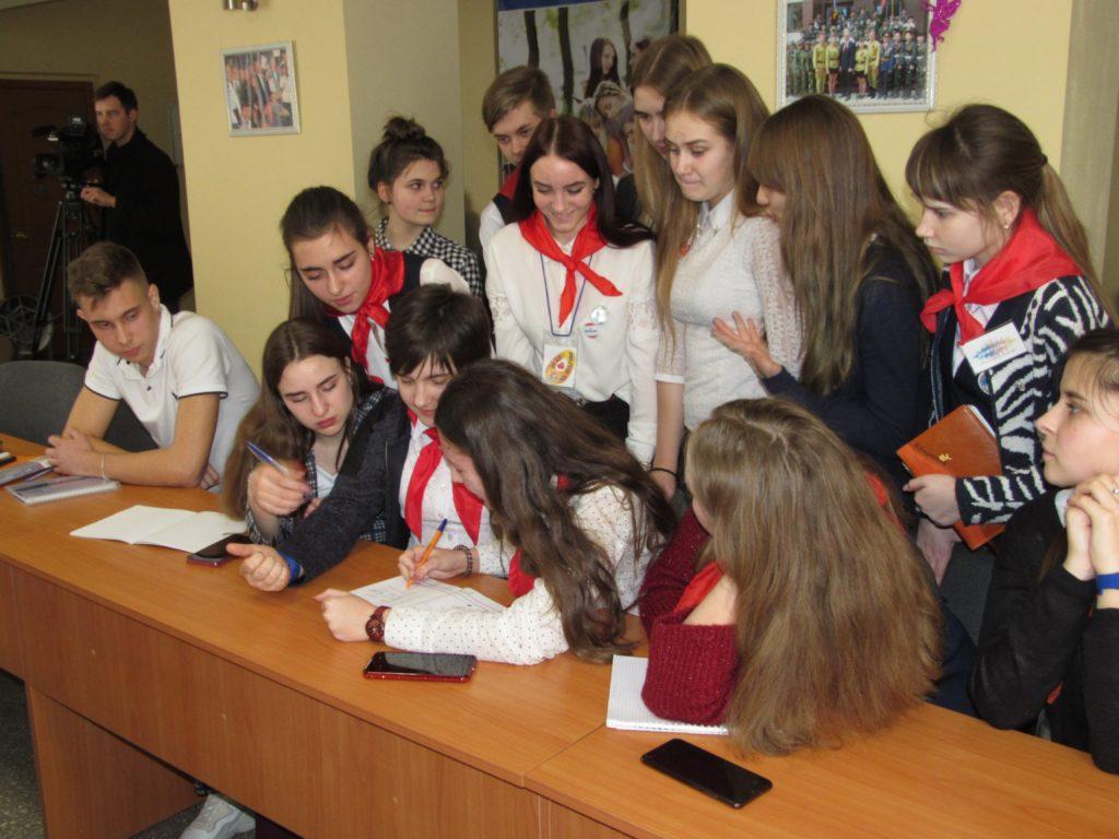 Обучающие курсы для волонтёров «PRODобро» прошли в Кировске и Стаханове 2