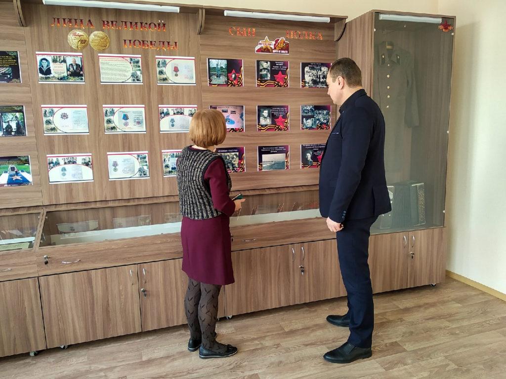 Владимир Поляков провел встречу с трудовым коллективом школы в Зоринске 2