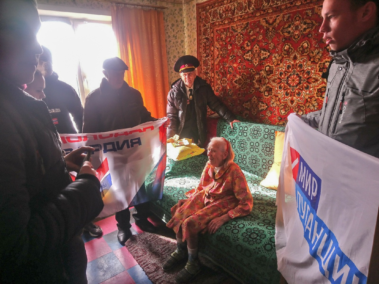 В Алчевске поздравили ветерана с 90-летием 2