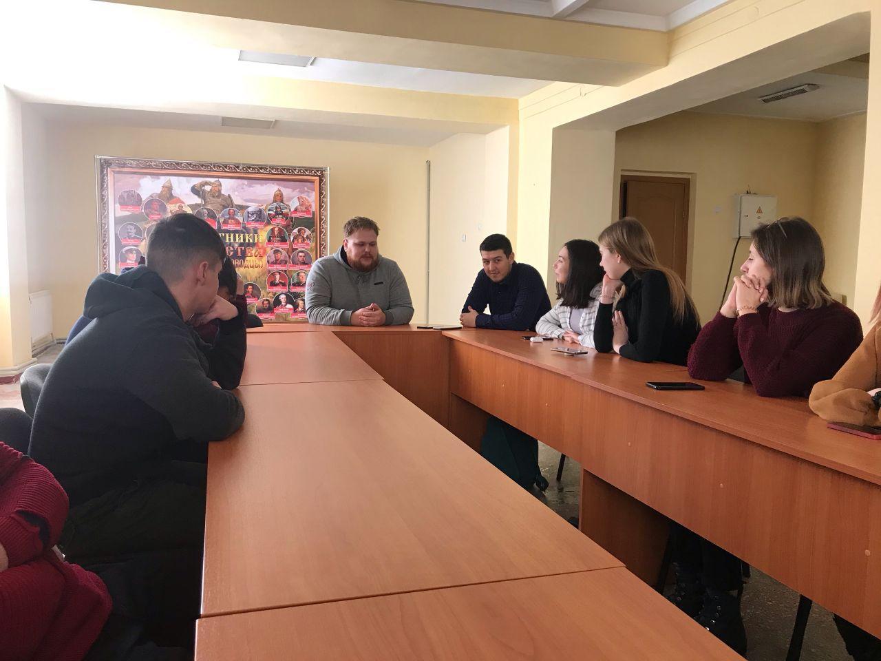 Тренинг для активистов проектов «Молодая Гвардия» состоялся в Стаханове 1