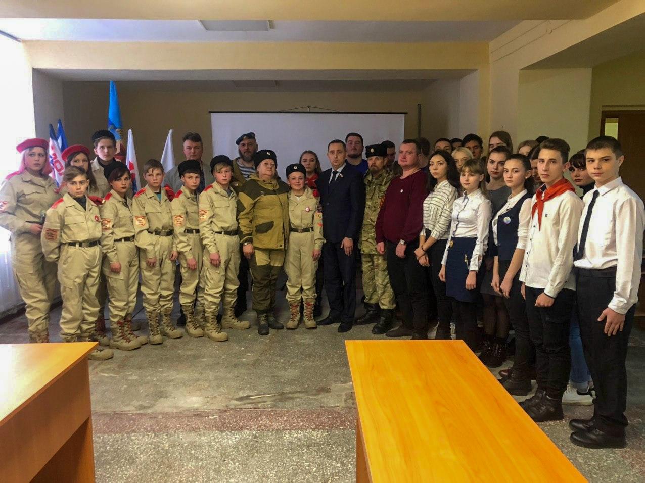 В Стаханове состоялась встреча, посвященная пятой годовщине Чернухино-Дебальцевской операции 3