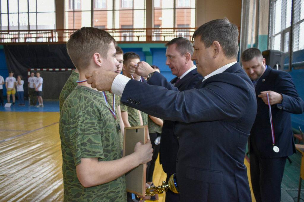 В Брянке прошли  региональные военно-спортивные соревнования «Вперед, юнармейцы!» 1
