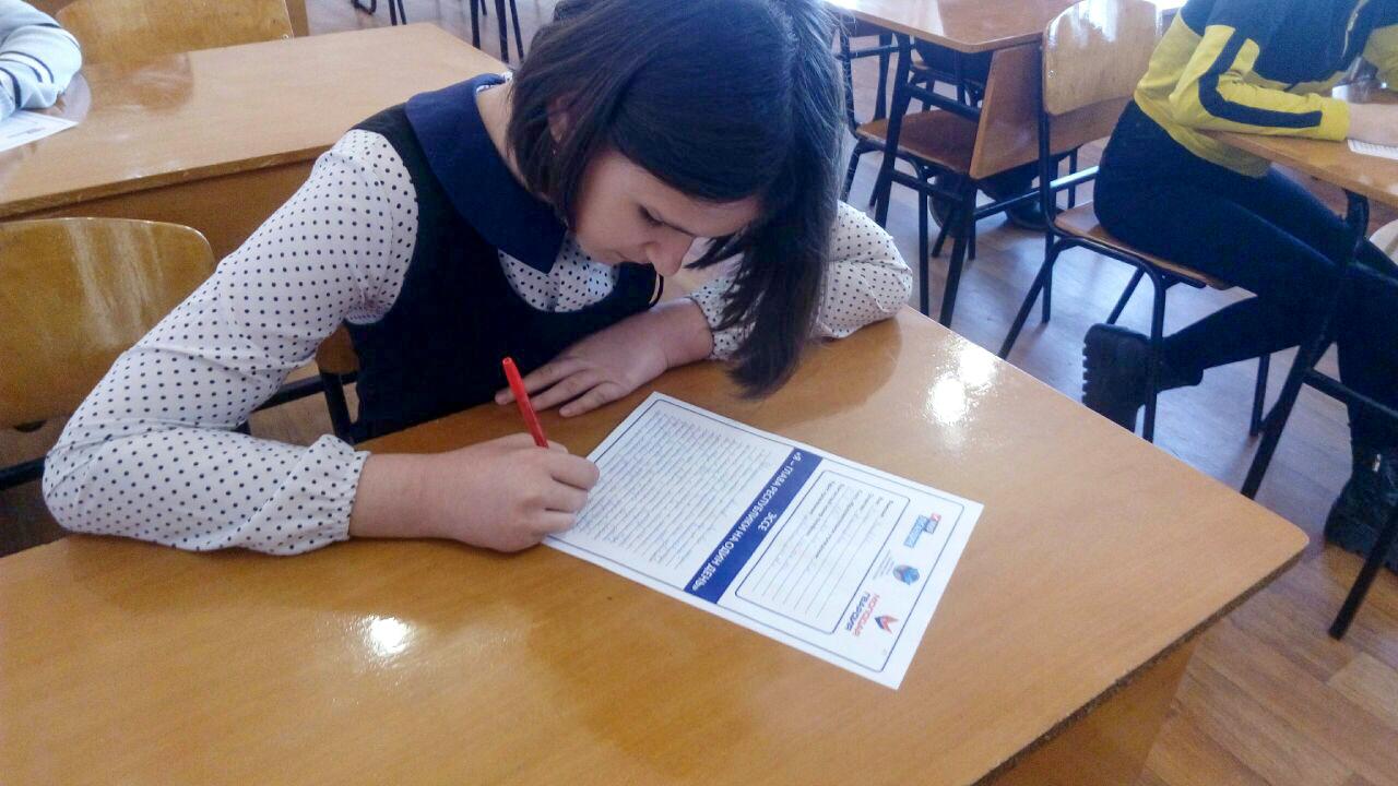 Молодёжь Красного Луча приняла участие в конкурсе «Я - Глава Республики на один день»