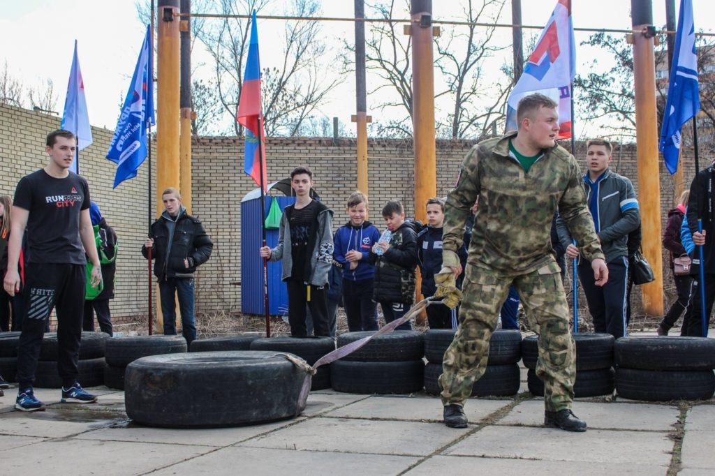 Молодёжь ЛНР отметила начало «Русской весны» «Русской пробежкой»