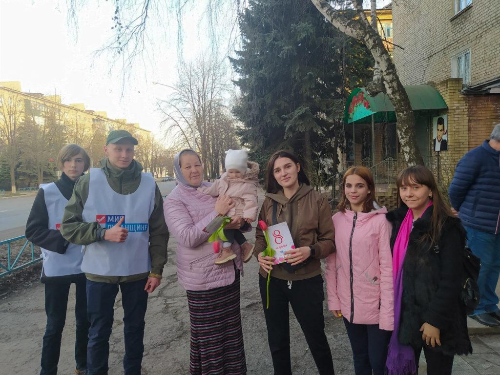 В Антраците активисты поздравили женщин с Международным женским днем 1