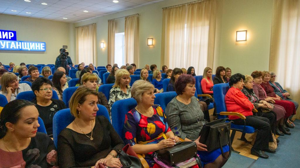 Представительниц разных профессий поздравили с Международным женским днём в Луганске 1