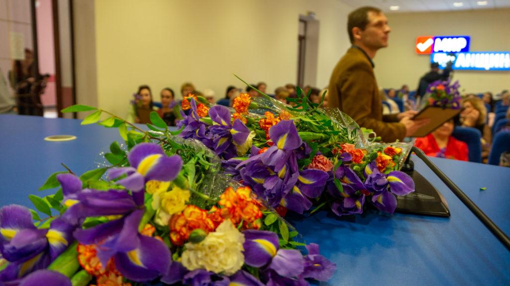 Представительниц разных профессий поздравили с Международным женским днём в Луганске 2